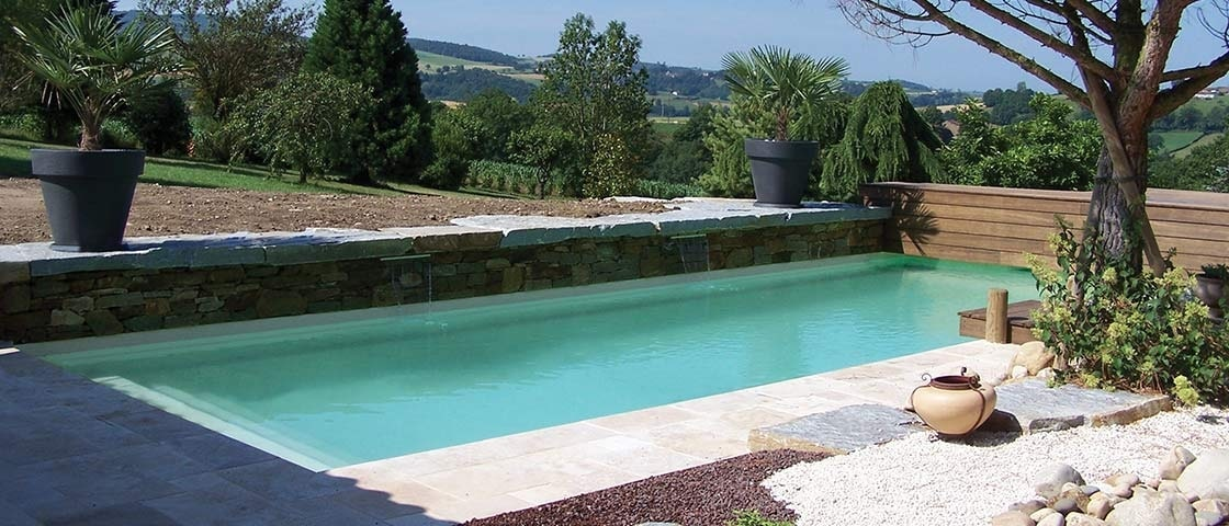 Piscines à Salon de Provence - MAUREL TP vend et pose pour vous les piscines en coques polyester de fabrication française Ibiza